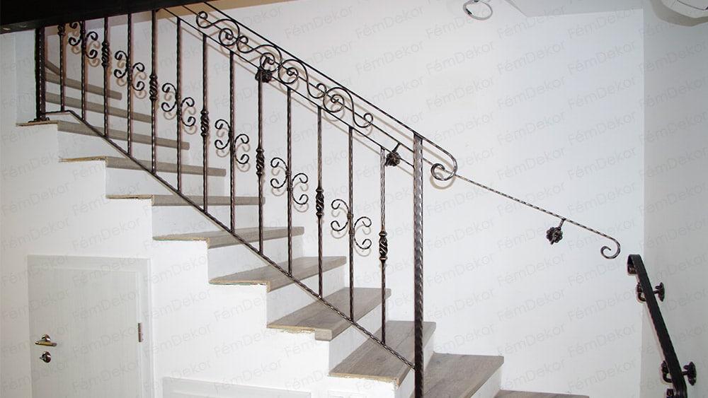 """Kovácsoltvas lépcsőkorlát """"S"""" és """"C"""" díszítőelemmel"""